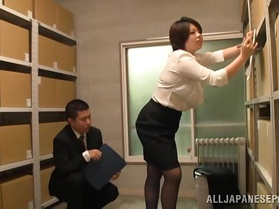 Japan mature gets laid to hand the office