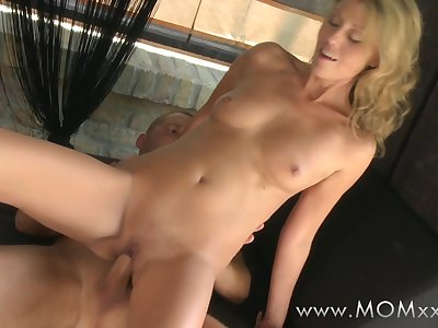 Mom xxx: Skinny mature woman orgasms on his cock