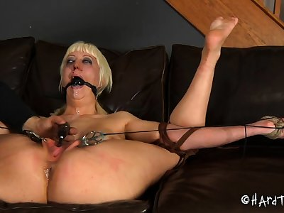 Mature blonde BBW slattern entangled upon talisman BDSM