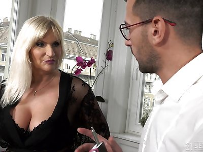 The man old rich woman Anna Valentina gets turn on wide young gigolo