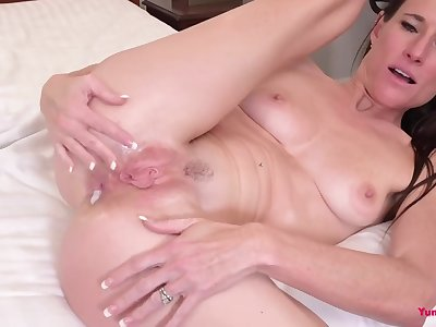 Sofie Marie gets analyzed while cheating on hubby