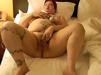 This BBW could eat you out with the addition of she loves masturbating with her Hitachi