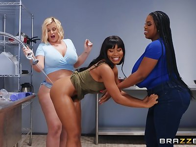 Best oral sex pleasures for three thick lesbians