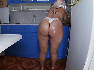 Mom washed the dishes in the kitchen and took the stepson's penis in her hand and inserted euphoria into her anal