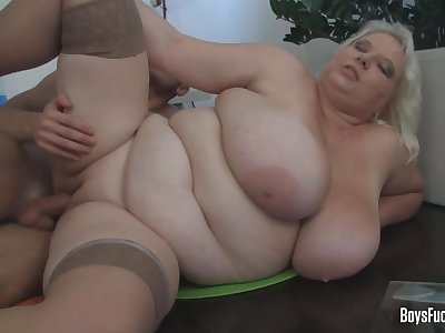 Milf With Huge Tits Gets Fucked - Porncz
